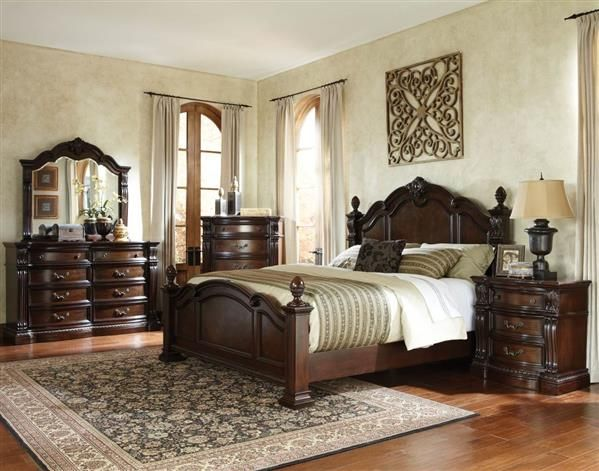 Churchill Traditional Brown Wood Master Bedroom Set