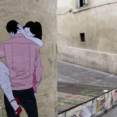 Uh lá lá...faça amor meus caros, não faça guerra. Arte em graffiti em algum beco de Paris...