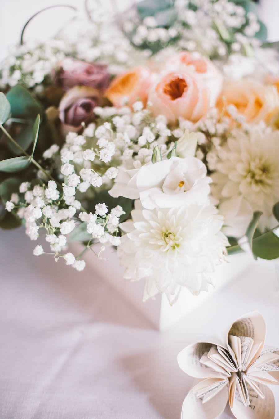 Un matrimonio vintage e letterario | Dahlia centerpiece ...