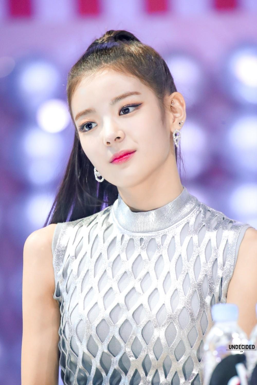 Fy Itzy In 2020 Itzy Kpop Girls Lia