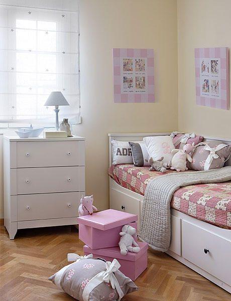Cama ikea habitacion ni a div n hemnes habitaciones for Habitaciones infantiles dobles ikea