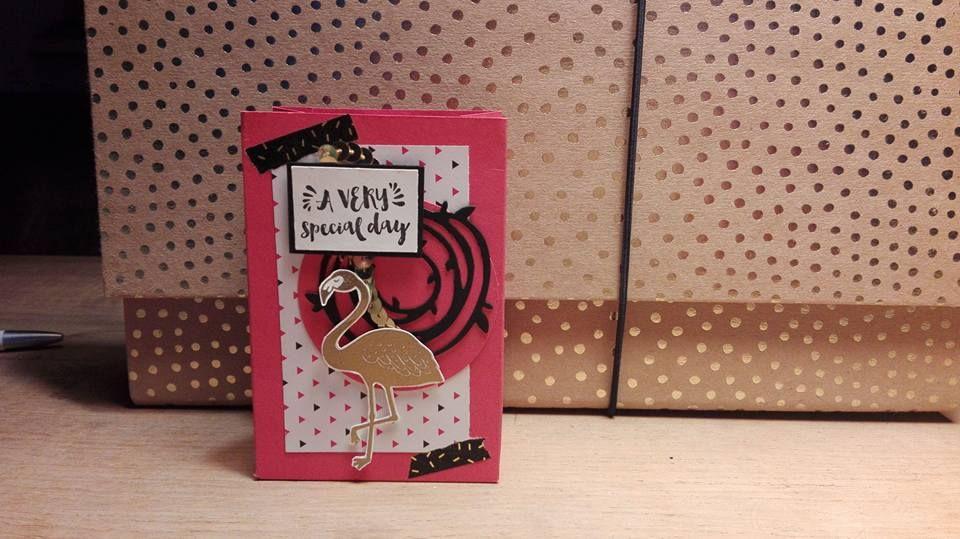 Dit cadeautasje heb ik gemaakt met de Gift Bag Punch Board van SU. Verder heb ik hierbij de stempelset Pop of Paradise gebruikt. Echt een SUperleuke set. Ook van SU.