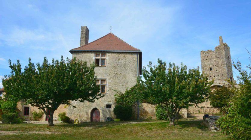 2- AIRVAULT Vente Château classé avec remparts dans les Deux-Sèvres