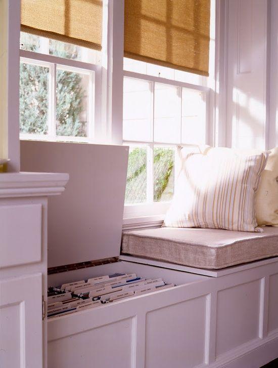 Asiento en la ventana con una función de almacenamiento de documentos