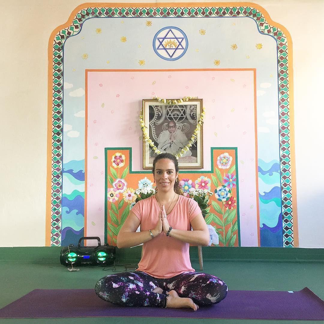Baba Nam Kevalam  Tudo é Amor  Venha praticar yoga em Copacabana na Ananda Marga! Turma de vinyasa terças e quintas 11hs.  Namaskar