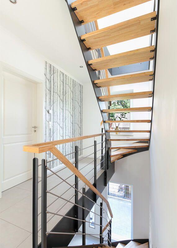 Treppenhaus architektur detail  Treppenhaus innen offen mit Holz - Architektur Detail Stadtvilla ECO ...