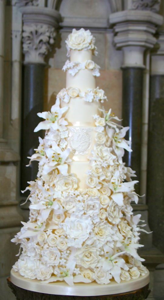 7 Tier Lily and Rose Wedding Cake ~ all sugar roses and entirely edible.  Absolutely stunning.  ᘡղbᘡ