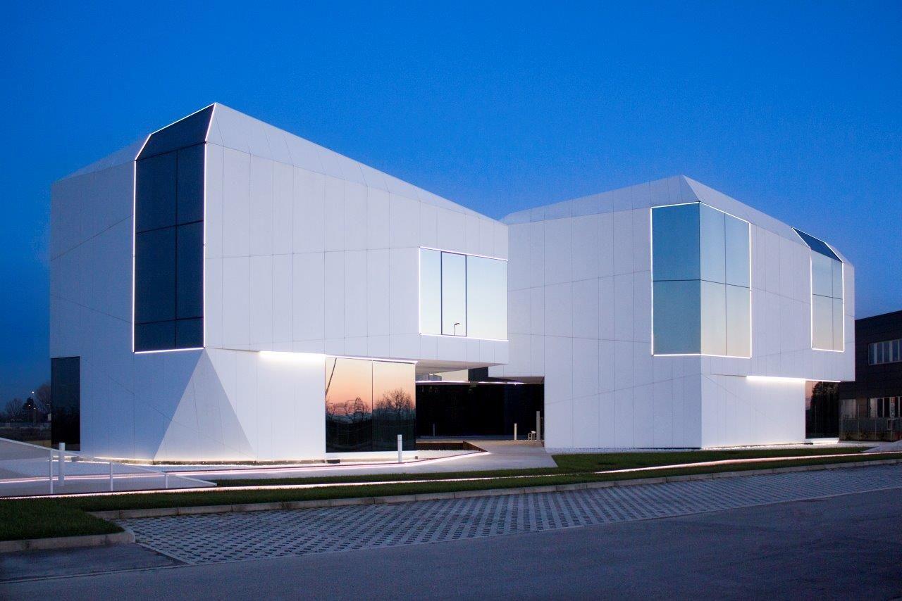 Fachada ventilada krion para un edificio futurista en - Imagenes de fachadas de empresas ...