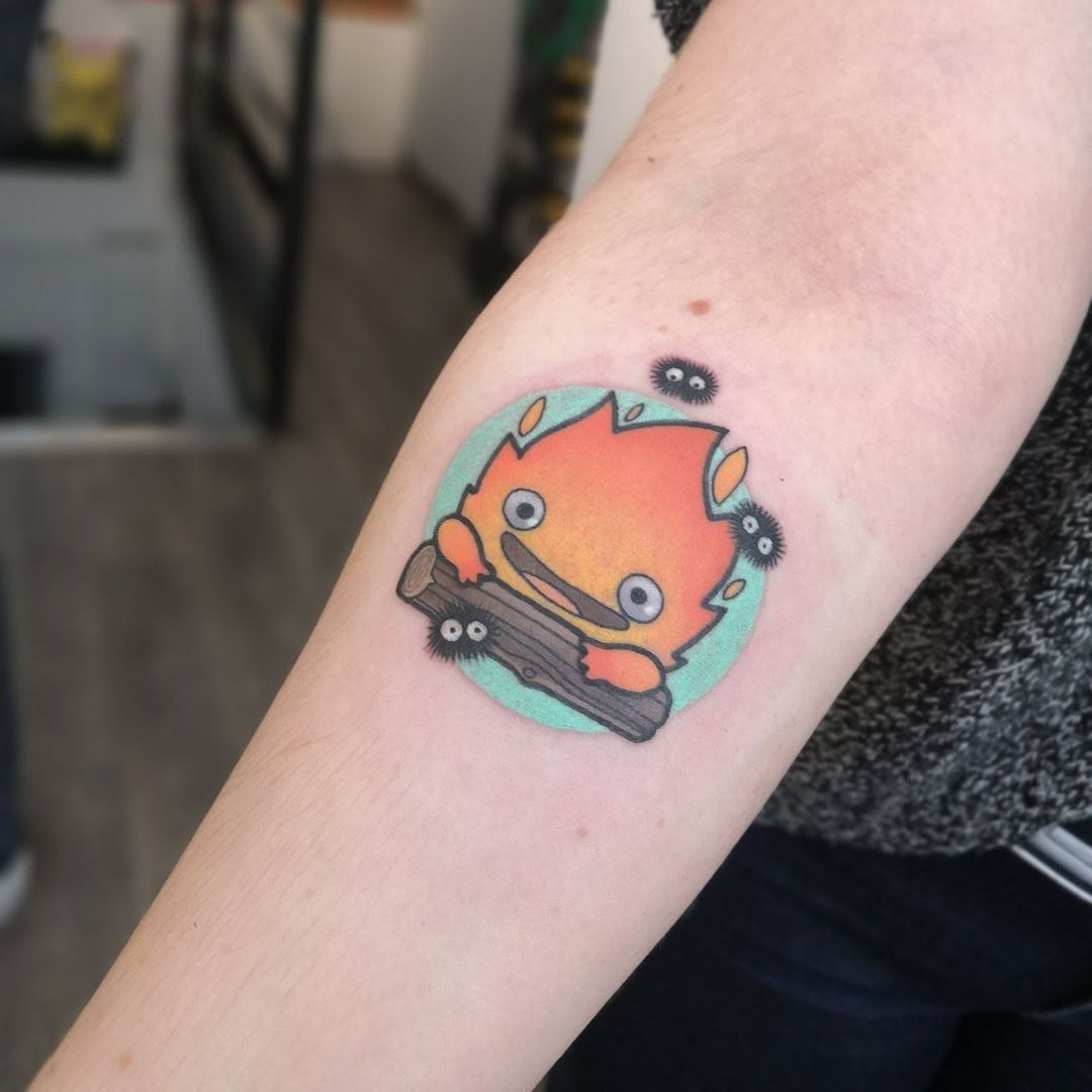 Merci pour ce projet! Pour contacter @alicepatulacci : alice.buzztattoo@outlook.fr N'hésitez pas à regarder ses flashs dans l'album « Motifs disponibles par Alice Patulacci », ou à lui expliquer votre projet personnalisé :). . . . . .  #tatouage#tattoo#buzztattoo#buzztattoorennes#buzztattoovannes#tattooed#inked#tatouages#tattoos#tats#gravuretattoo#instatattoo#tattoolife#inklife#instaart#tattooart#tattooist#tattoowork#blackwork#darkwork#dotworktattoo#flowertattoo#tatouagerennes#rennestatouage#ren