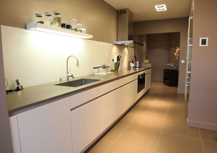 Une cuisine couloir très design | Architectes, Couloir et Lineaires