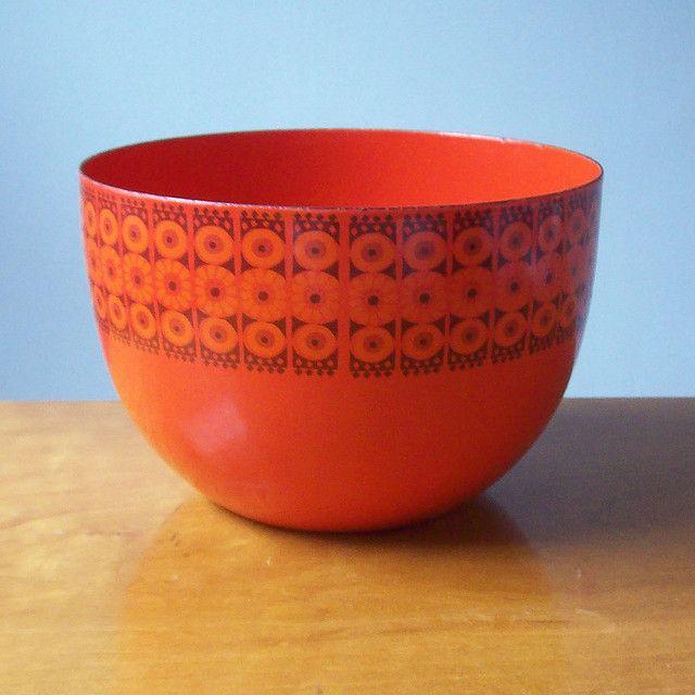 Finel enamel bowl — Mod daisy pattern, Finland