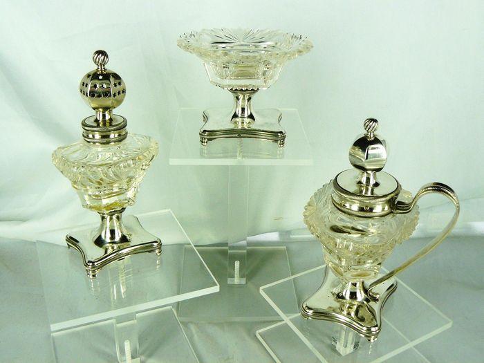 Online veilinghuis Catawiki: Geslepen kristallen cruetset met zilveren montuur, Jacob Helweg, Amsterdam, 1839