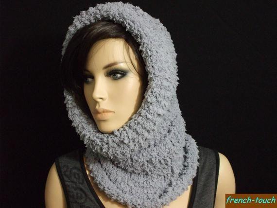 e09bf7fadd0c Articles similaires à écharpe capuche gris douce   chaude pour femme ou ado  fille-bonnet