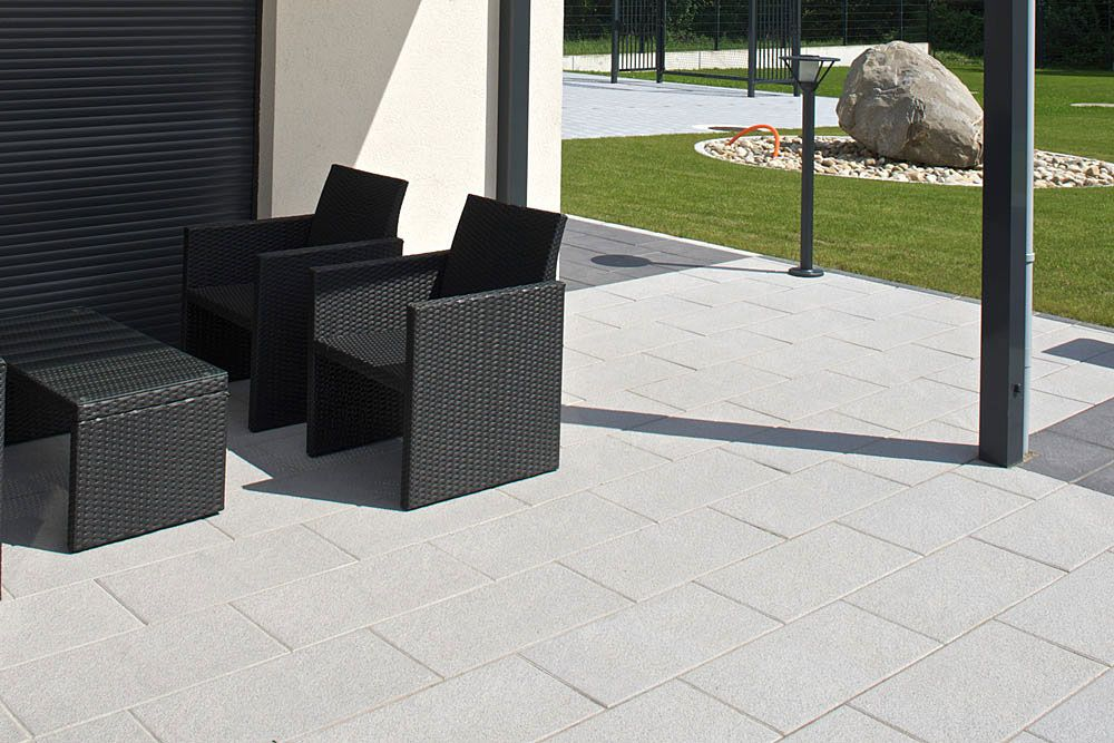 moderne terrassenplatten terrasse trend 2016 xxl platten gro format steintrend betontrend. Black Bedroom Furniture Sets. Home Design Ideas