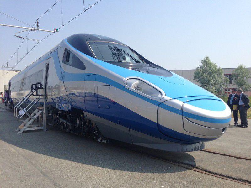 Decembertől menetrend szerinti forgalomba állhatnak a lengyelek presztízsszerelvényei<br>(fotó: Railway Gazette)
