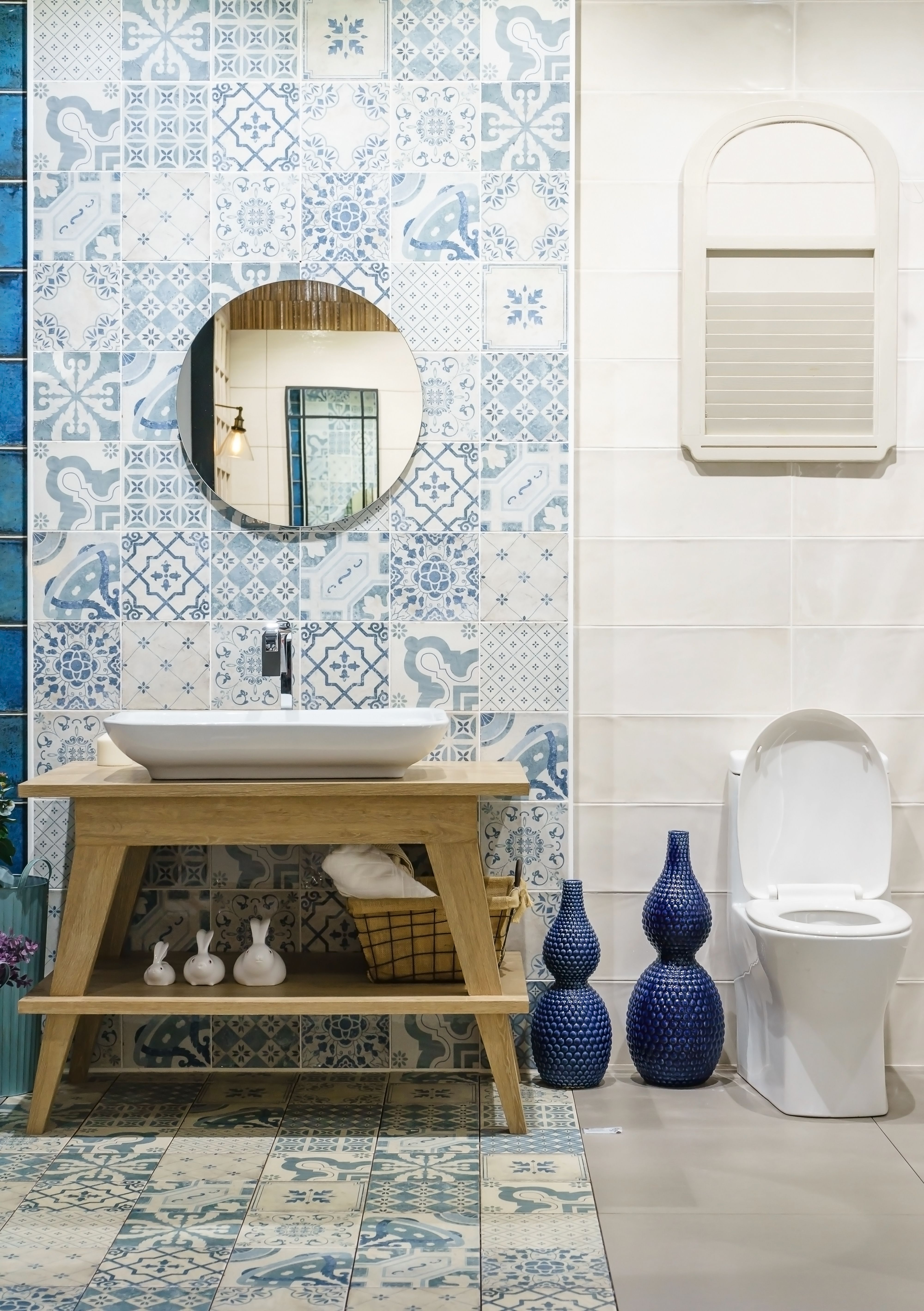 Loving the vintage look with these pretty patterned bathroom tiles ...