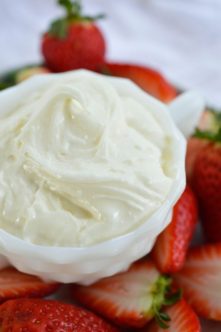 Marshmallow Fluff Fruit Dip - This easy dip recipe is made with 3 ingredients! Marshmallow Fluff, Cream Cheese and White Chocolate. An amazing dessert made in less than 5 minutes! #marshmallowfluffrecipes
