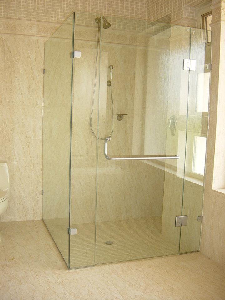 La tendencia en Europa para baños son los canceles de ...