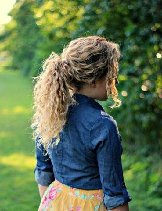 32 Easy Hairstyles For Curly Hair For Short Long Shoulder Length Hair Hairstyles Weekly In 2020 Curly Hair Styles Curly Hair Styles Naturally Hair Styles