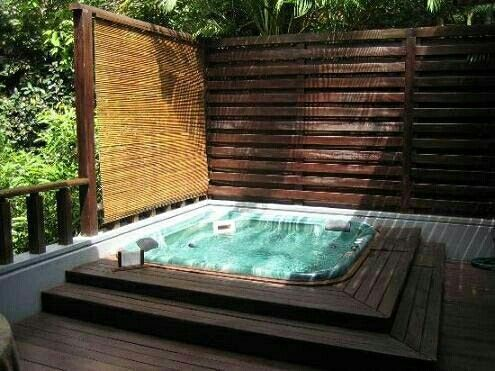 Jacuzzi esquina piscina patio trasero pinterest mini for Jacuzzi en patios pequenos