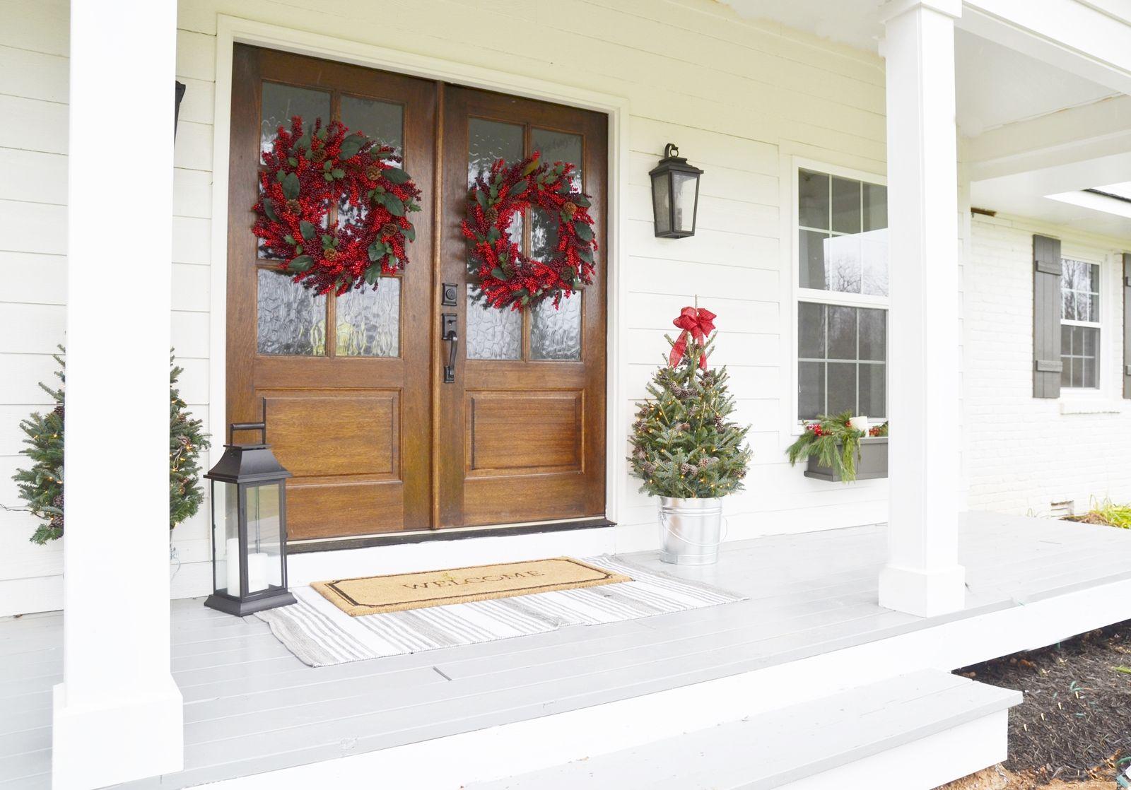 our farmhouse christmas front porch christmas porches. Black Bedroom Furniture Sets. Home Design Ideas