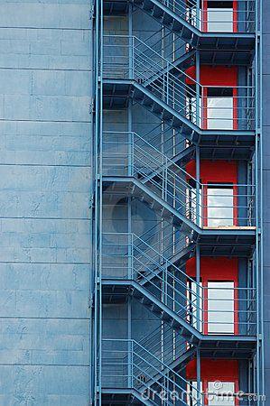 escaleras exteriores en el edificio