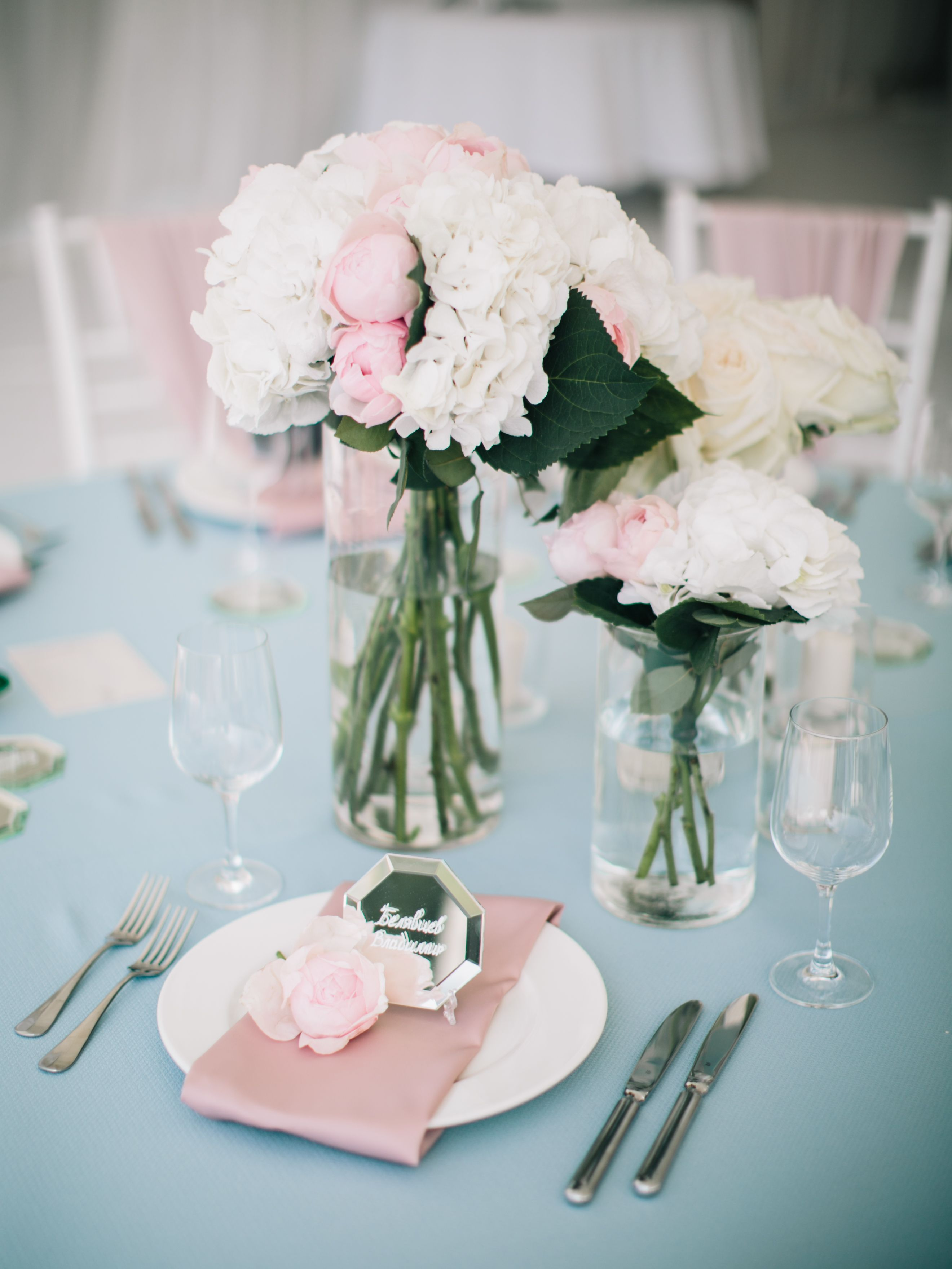 Wedding table setting, wedding guest card flowers, mirror
