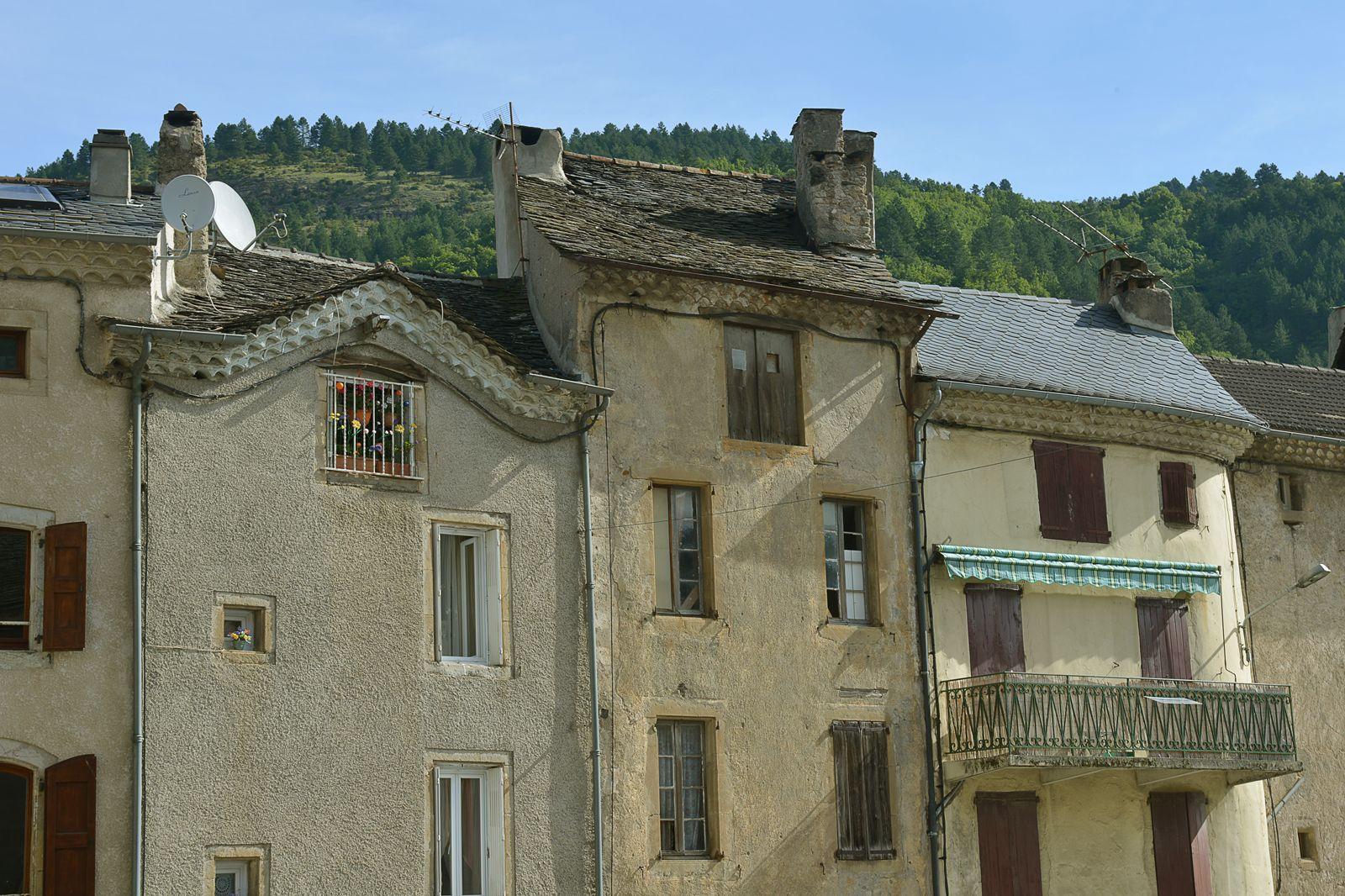 #Florac #villageétape #LangudocRoussillon #Lozere #cevennes #maisonsdusud #balcons