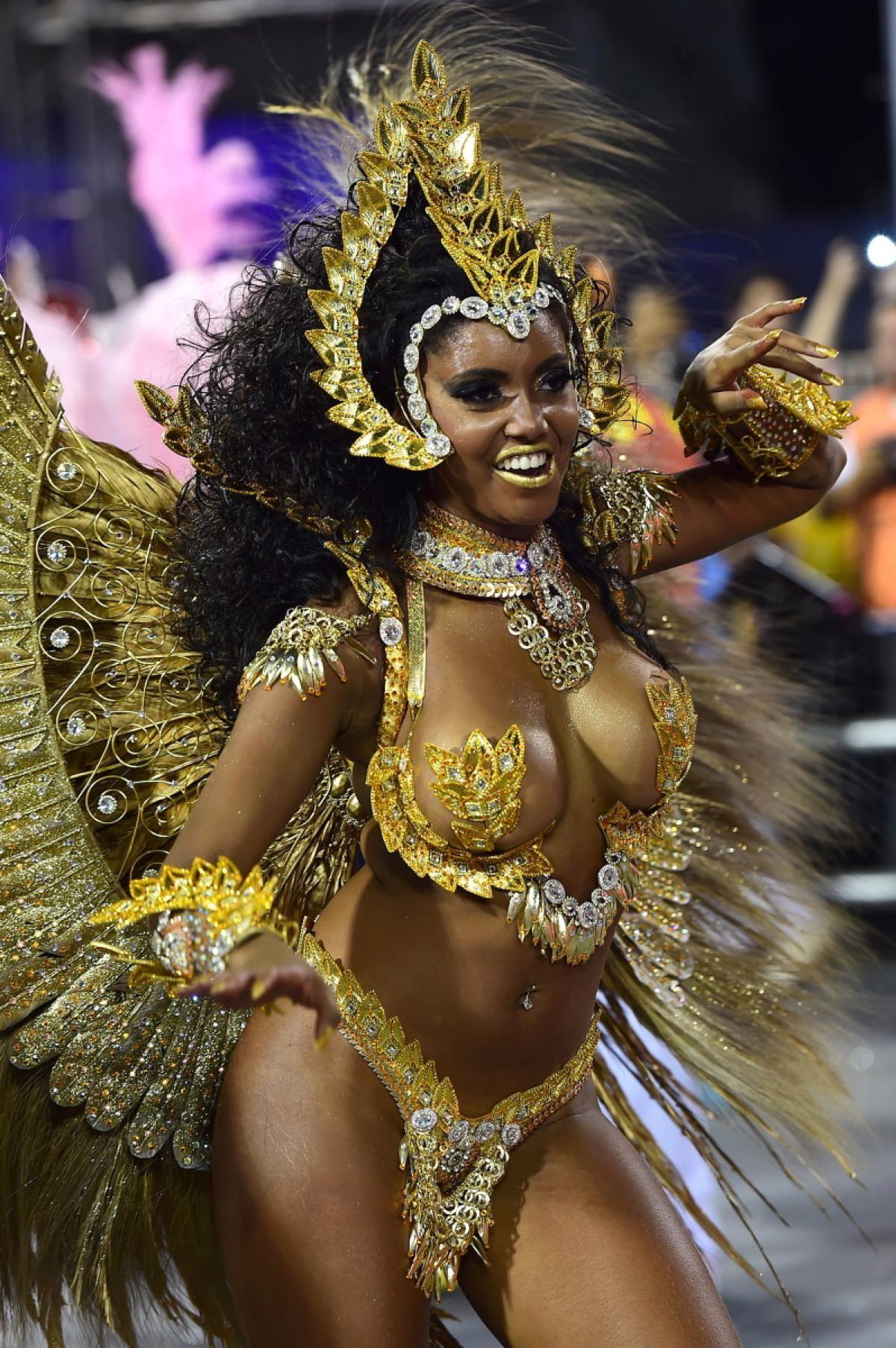 brazilskie-krasavitsi-video-karnaval-porno-roliki-s-mobilnih-telefonov