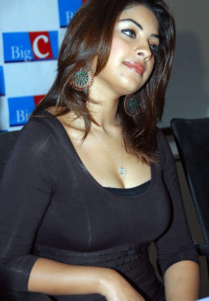 Watch Richa Gangopadhyay video