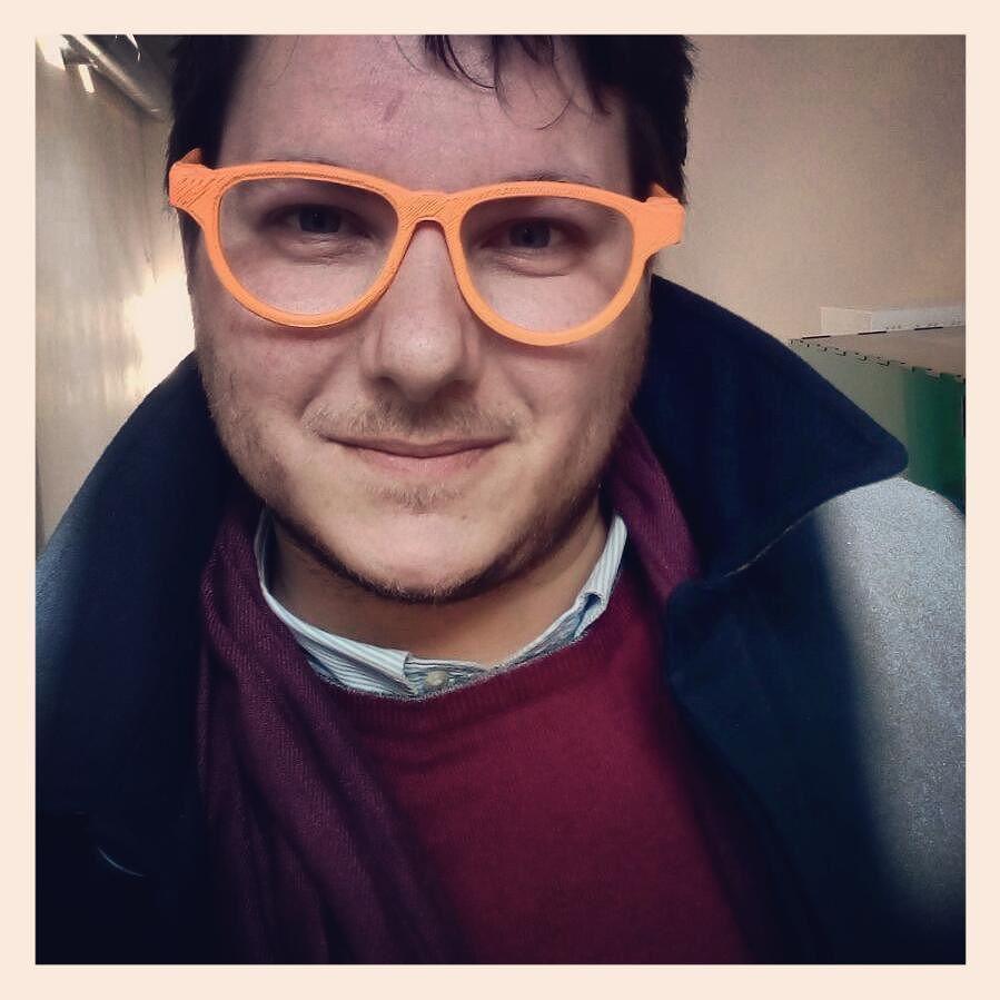 Presso il #fablab del #biclazio a #Viterbo impegnato a provare nuove simpatiche soluzioni per montature di  #occhiali stampati in #3D. (New #3dprinted #eyewear) #gafas #eyeglasses #eyewear #3dprinting #3dprinted #3dprint #makers by mario_melillo