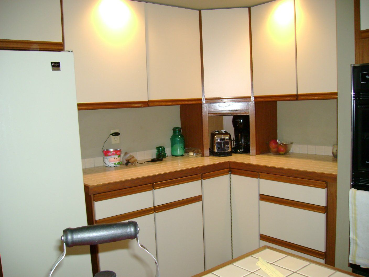 How to paint kitchen cabinets to make the kitchen better