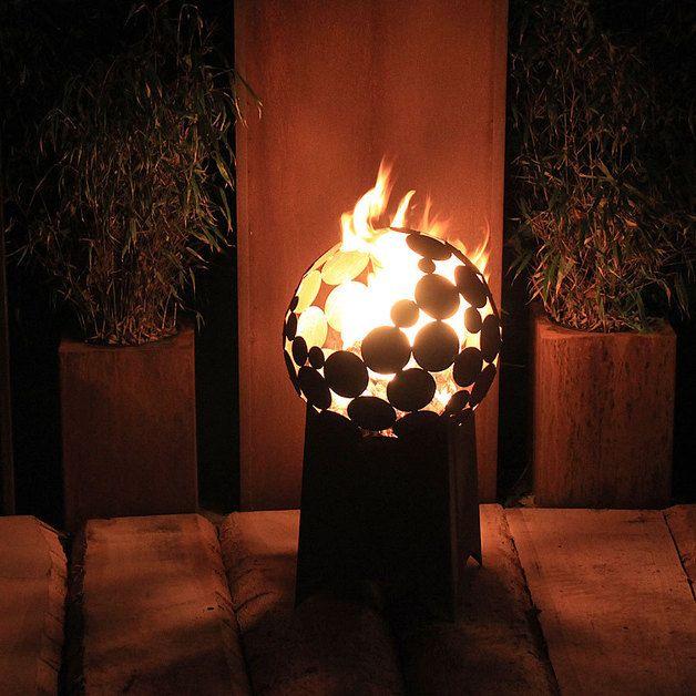Feuerstelle Kugel D= 40cm Mit Tiefem Sockel | Night, Fire Pits And ... Feuerkorb Im Garten Gestaltungstipps