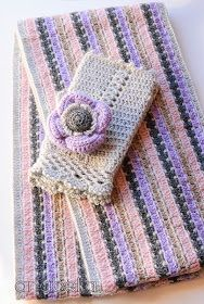 Cowl, mittens and brooch by Anabelia