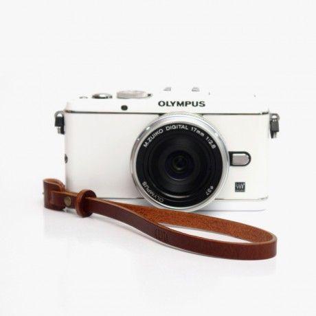 Camera hand strap, Kameratrageschlaufe  Details: http://www.designstraps.de/kameragurte/gelenkschlaufe/707/lederschlaufe-buttero-red-brown?c=3