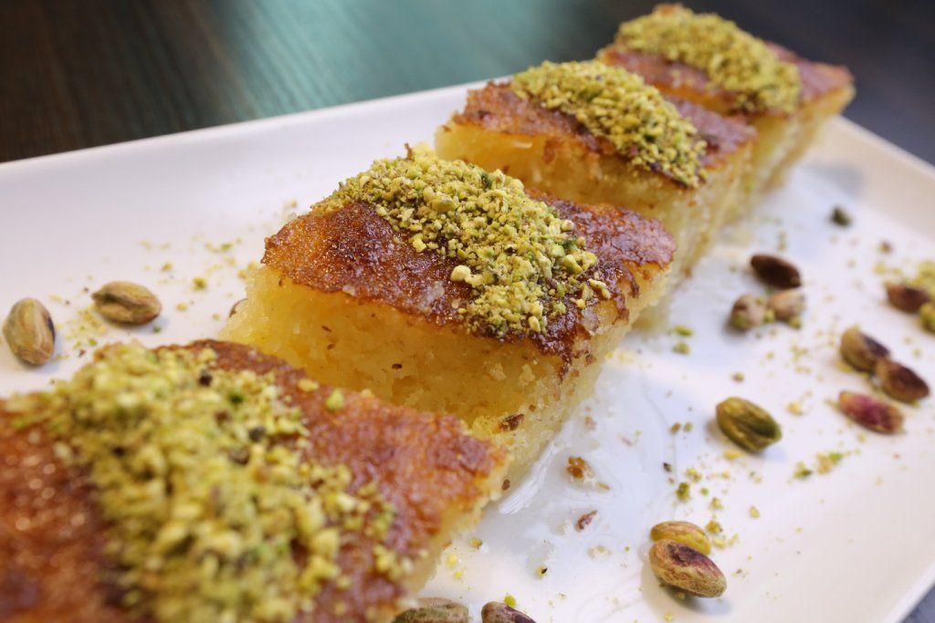 البسبوسة على الطريقة الأصلية بالفيديو مطبخ سيدتي Recipe Dessert Recipes Recipes Food