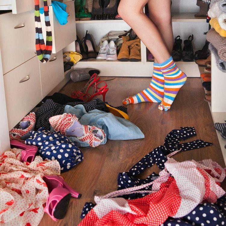 Ordnung im Kleiderschrank \u2013 40 Tipps zum optimalen Einräumen
