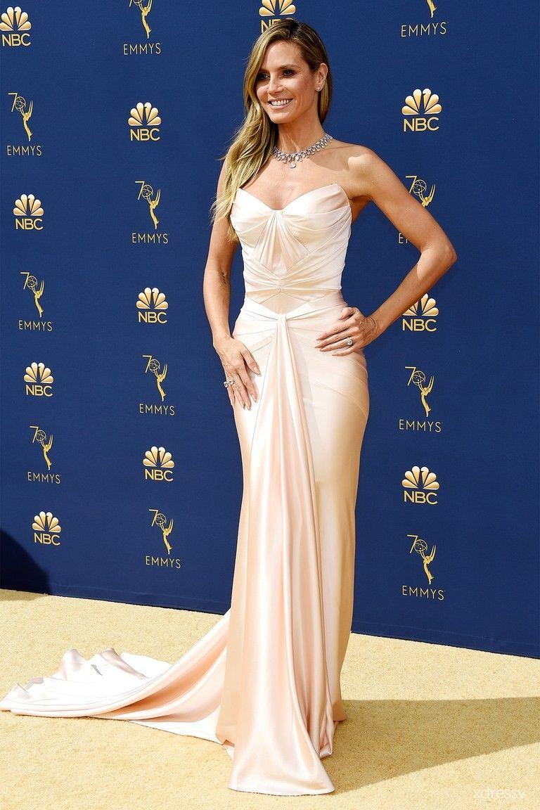 e288127346 Heidi Klum blush satin strapless mermaid long evening gown Emmys 2018