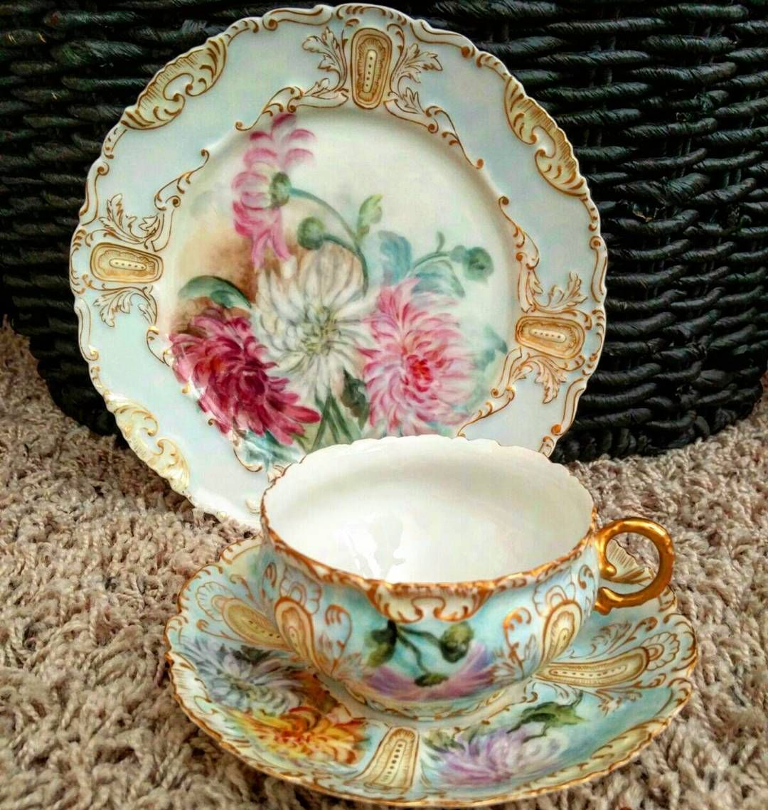 Beautiful vintage teacup by Limoges in excellent condition