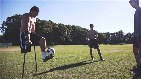 'I'm a competitor': One-legged soccer star defies expectations in new video