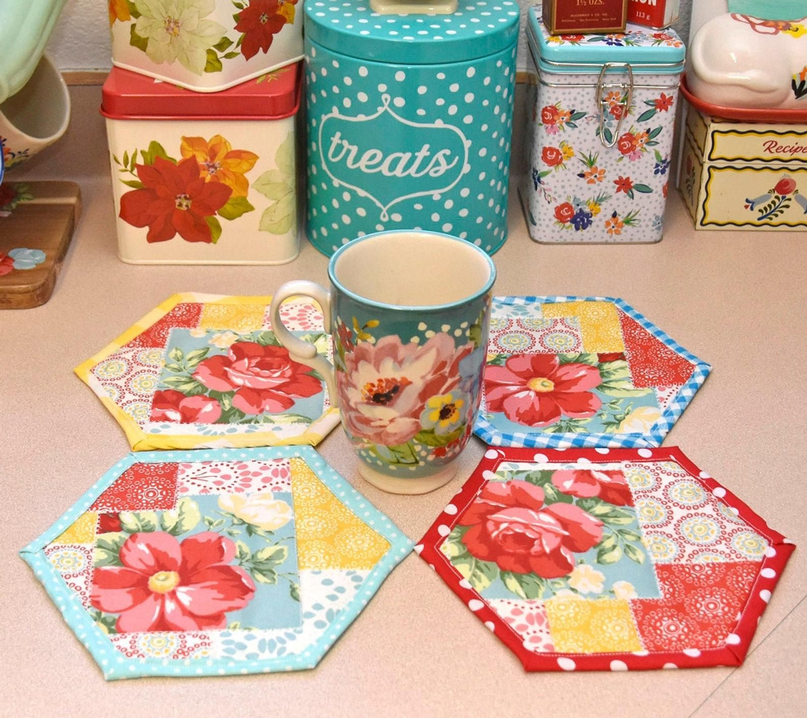 Pioneer Woman Vintage Floral Kitchen Decor Quilted Mug Rugs Farmhouse Decor Country Decor Vintage Kitchen Country Kitchen Farmhouse Kitchen In 2020 Pioneer Woman Kitchen Decor Pioneer Woman Kitchen Mug Rug