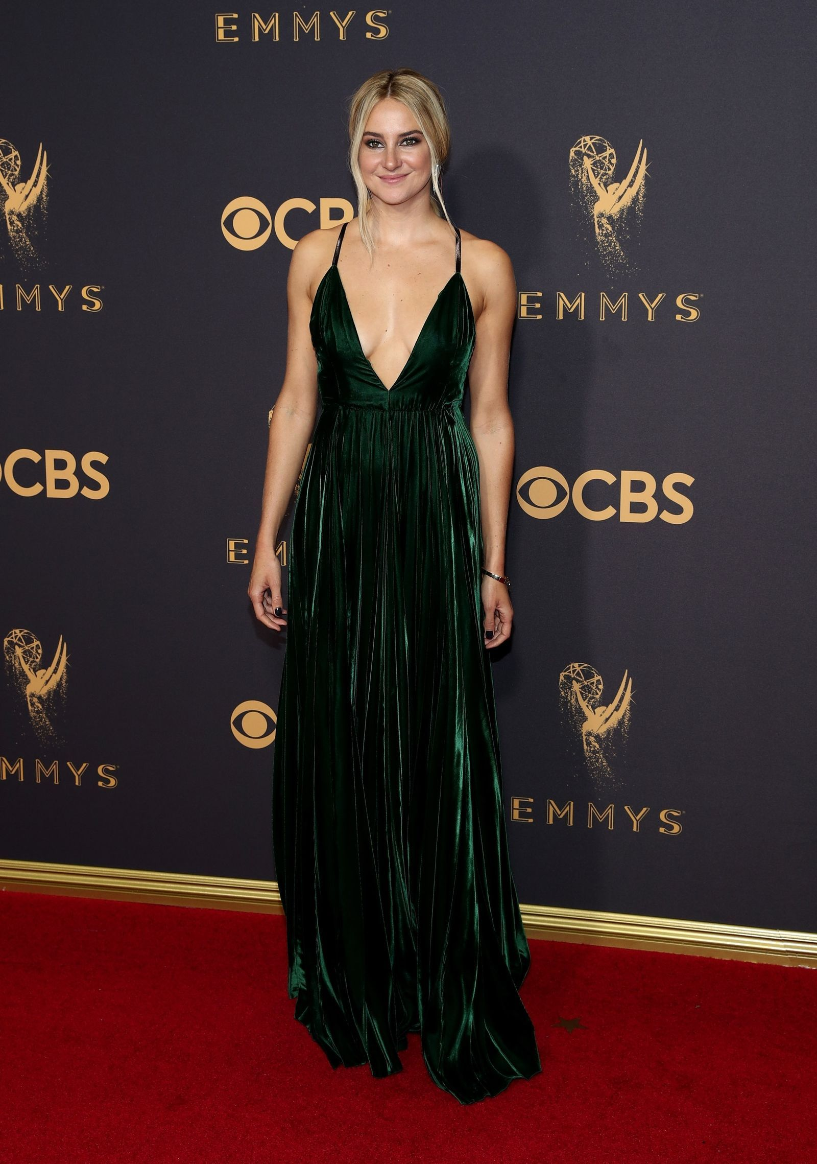 0a7d1b79b2 Shailene Woodley Shailene Woodley, Plunging Neckline, Red Carpet Dresses,  Celebrity Style, Prom