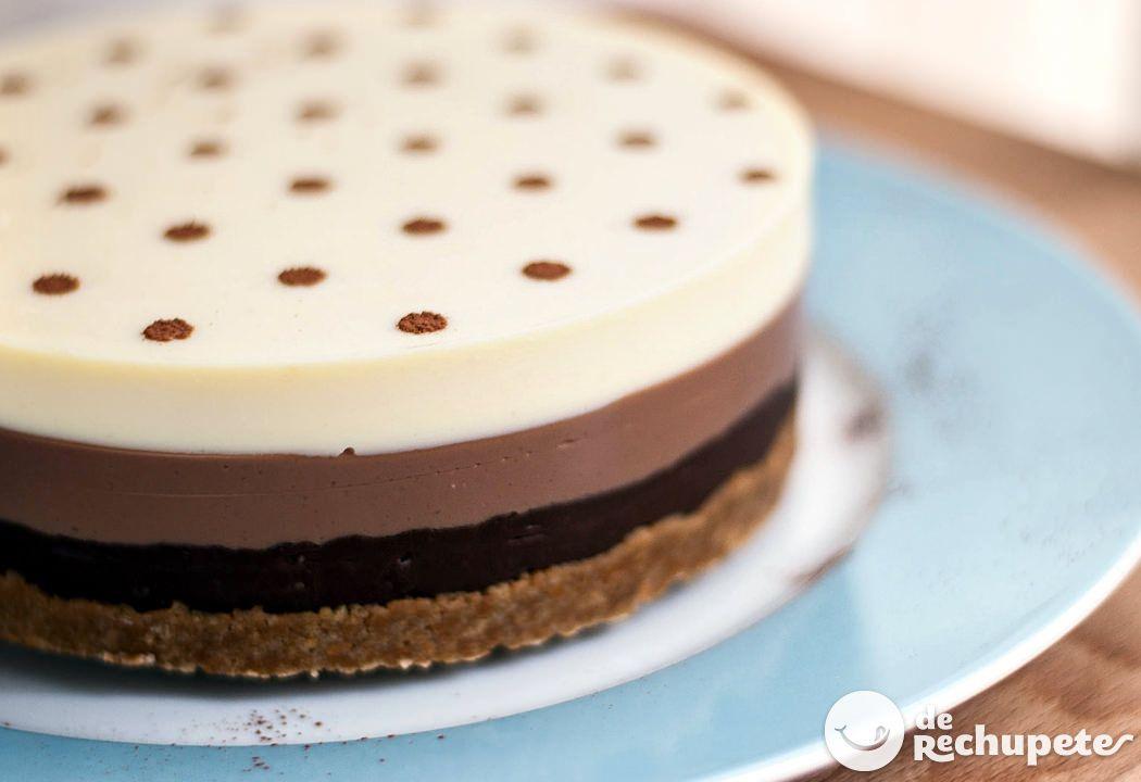 ¿Qué hacer con los niños en casa este verano? Esta tarta les flipará, super 3 chocolates http://www.recetasderechupete.com/tarta-a-los-tres-chocolates/6004/ #derechupete