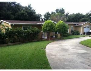 One block off of Brightwater Blvd NE, this home is located in prestigious Snell Isle and boasts many features including LARGE corner lot with circular driveway, wood & tile flooring, split floor plan with bonus room that can be used as an office or den.The kitchen features a center cooking island with wine rack and pantry with LOTS of cabinet space.  Large master bath has sunken whirlpool tub and separate shower stall.  Roof and Plumbing updated in 2007.  Over 1/4 acre on historic Snell…