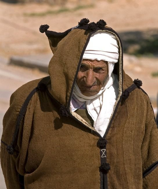 tunisien en costume traditionnel  par Christian Clausier