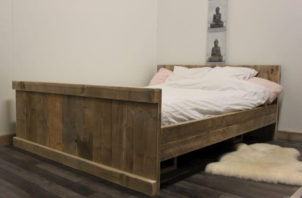 Slaapkamer Landelijk Boxspring : Mooi robuust steigerhouten tweepersoons bed in landelijke stijl. dit
