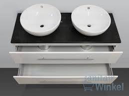 Badkamermeubel Met Kommen : Smalle kleine badkamer met dubbele wastafel wandcloset en
