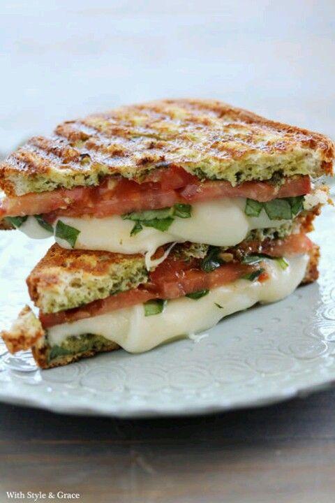 sanwich de motzarela tomate y albacas