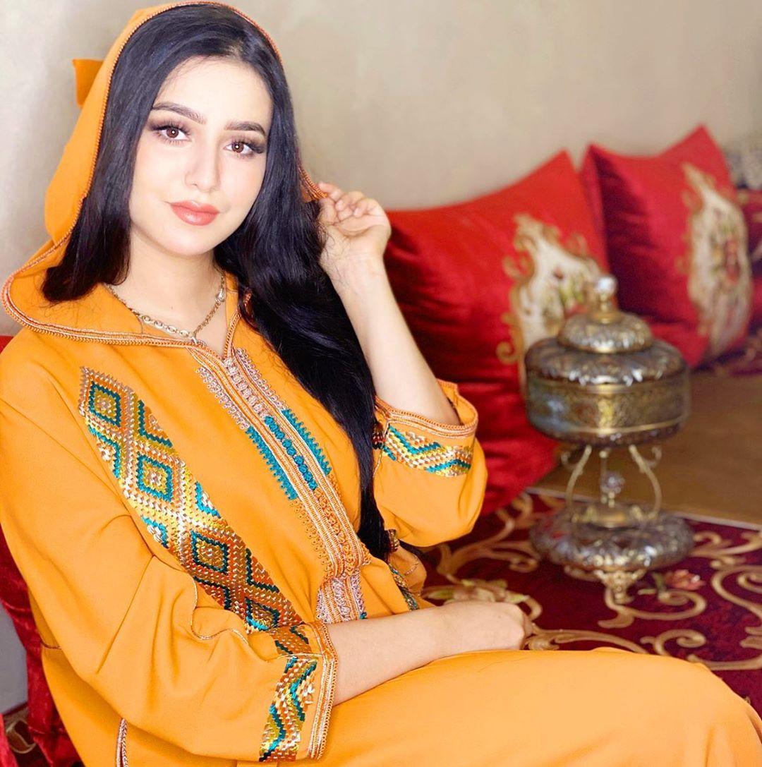Makeup Artist Hind Elmekaoui On Instagram حبيباتي رمضان مبارك سعيد الله يدخلو عليكم بالصحة و السلامة و ب Moroccan Dress Muslim Wedding Dresses Muslim Fashion