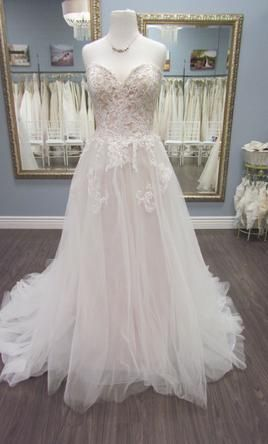 66516fd3daa Sample Maggie Sottero Yvonne Wedding Dress  550 USD. Buy it PreOwned now  and save 40% off the salon price!